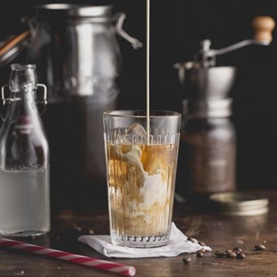 Kokoskoffie Koud gebrouwen (cold brew coffee)